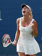 US Open 2011, USTA Billie Jean King National Tennis Center, Flushing Meadows, New York,ITF Grand Slam Tennis Tournament, Caroline.Wozniacki  (DEN) jubelt nach ihrem Sieg,Emotion,Einzelbild,Halbkoerper,.Hochformat,.