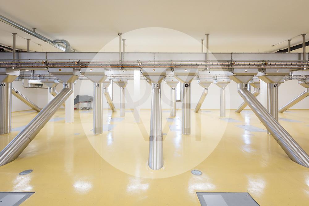 SCHWEIZ - ZÜRICH - Der oberste Rohrboden im Kornhaus der Swissmill. Durch jedes Rohr werden 200t/h Getreide in die Silos transportiert - 26. Januar 2018 © Raphael Hünerfauth - http://huenerfauth.ch