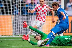 14.06.2012, Staedtisches Stadion, Posen, POL, UEFA EURO 2012, Italien vs Kroatien, Gruppe C, im Bild STIPE PLETIKOSA, CLAUIDO MARCHISIO, FOT. JAKUB KACZMARCZYK/ PRESSFOCUS. EXPA Pictures © 2012, PhotoCredit: EXPA/ Newspix/ Jakub Kaczmarczyk..***** ATTENTION - for AUT, SLO, CRO, SRB, SUI and SWE only *****
