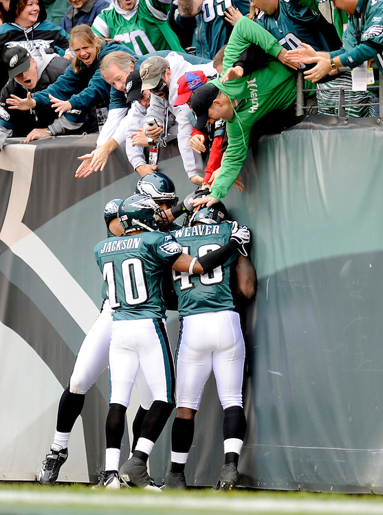 PHILADELPHIA - NOVEMBER 01: Leonard Weaver #43 of the Philadelphia Eagles celebrates with his teammates after scoring a touchdown against the New York Giants on November 1, 2009 at Lincoln Financial Field in Philadelphia, Pennsylvania. The Eagles defeated the Giants 40 to 17(Photo by Rob Tringali) *** Local Caption *** Leonard Weaver
