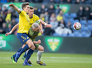 FODBOLD: Victor Nelsson (FC Nordsjælland) forsøger at stoppe Mikael Uhre (Brøndby IF) under kampen i Superligaen mellem Brøndby IF og FC Nordsjælland den 13. maj 2019 på Brøndby Stadion. Foto: Claus Birch.