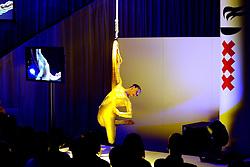 15-12-2008 ALGEMEEN: TOPSPORT GALA: AMSTERDAM<br /> Dance show met hoepel<br /> ©2008-WWW.FOTOHOOGENDOORN.NL