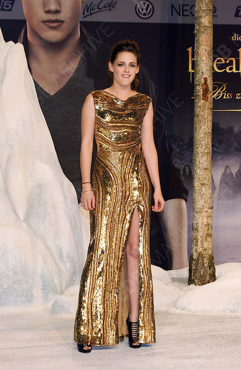 16.NOVEMBER.2012. BERLIN<br /> <br /> KRISTEN STEWART ATTENDS THE TWILIGHT SAGA BREAKING DAWN PART 2 GERMANY PREMIERE HELD AT THE CINESTAR IN BERLIN, GERMANY.<br /> <br /> BYLINE: EDBIMAGEARCHIVE.CO.UK<br /> <br /> *THIS IMAGE IS STRICTLY FOR UK NEWSPAPERS AND MAGAZINES ONLY*<br /> *FOR WORLD WIDE SALES AND WEB USE PLEASE CONTACT EDBIMAGEARCHIVE - 0208 954 5968*