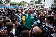 El candidato opositor, Henrique Capriles Radonski saluda a sus simpatizantes a su llegada al centro de votación Santo Tomás de Villanueva de Caracas, Venezuela, 12 Feb. 2012. (Foto/ivan gonzalez)