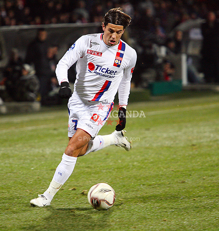 Lyon, France - Wednesday, January 24, 2007: Former Liverpool and Aston Villa striker, Czech Republic's Milan Baros, makes his debut for Olympique Lyonnais during the 2-1 defeat by FC Girondins de Bordeaux at the Stade de Gerland. (Pic by Thierry Vallier/Propaganda/UMA)