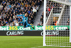 Karl Darlow of Newcastle United is dives but can't stop Cameron Jerome of Norwich City's shot going into his goal to make it 1-2 - Mandatory by-line: Robbie Stephenson/JMP - 28/09/2016 - FOOTBALL - St James Park - Newcastle upon Tyne, England - Newcastle United v Norwich City - Sky Bet Championship