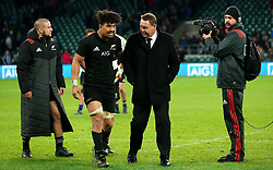 New Zealand coach Steve Hansen chats with Ardie Savea of New Zealand - Mandatory by-line: Robbie Stephenson/JMP - 04/11/2017 - RUGBY - Twickenham Stadium - London,  - Barbarians v All Blacks - Killik Cup
