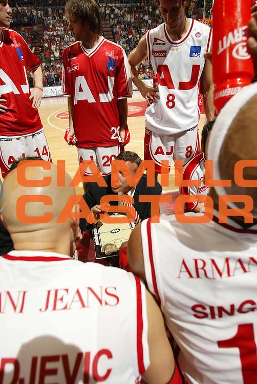 DESCRIZIONE : MILANO CAMPIONATO LEGA A1 2004-2005 PLAY-OFF FINALE GARA2<br />GIOCATORE : TEAM ARMANI JEANS MILANO - LARDO<br />SQUADRA : ARMANI JEANS MILANO<br />EVENTO : CAMPIONATO LEGA A1 2004-2005 PLAY-OFF FINALE GARA2<br />GARA : ARMANI JEANS MILANO-CLIMAMIO FORTITUDO BOLOGNA<br />DATA : 11/06/2005<br />CATEGORIA : <br />SPORT : Pallacanestro<br />AUTORE : AGENZIA CIAMILLO &amp; CASTORIA/E.Pozzo