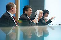 """15 MAY 2012, BERLIN/GERMANY:<br /> Peer Steinbrueck (L), SPD, Bundesminister a.D., Sigmar Gabriel (M), SPD Parteivorsitzender, Frank-Walter Steinmeier (R), SPD Fraktionsvorsitzender, Pressekonferenz zum Thema """" Der Weg aus der Krise – Wachstum und Beschäftigung in Europa"""", Bundespressekonferenz<br /> IMAGE: 20120515-01-034<br /> KEYWORDS: Peer Steinbrück, Papier"""