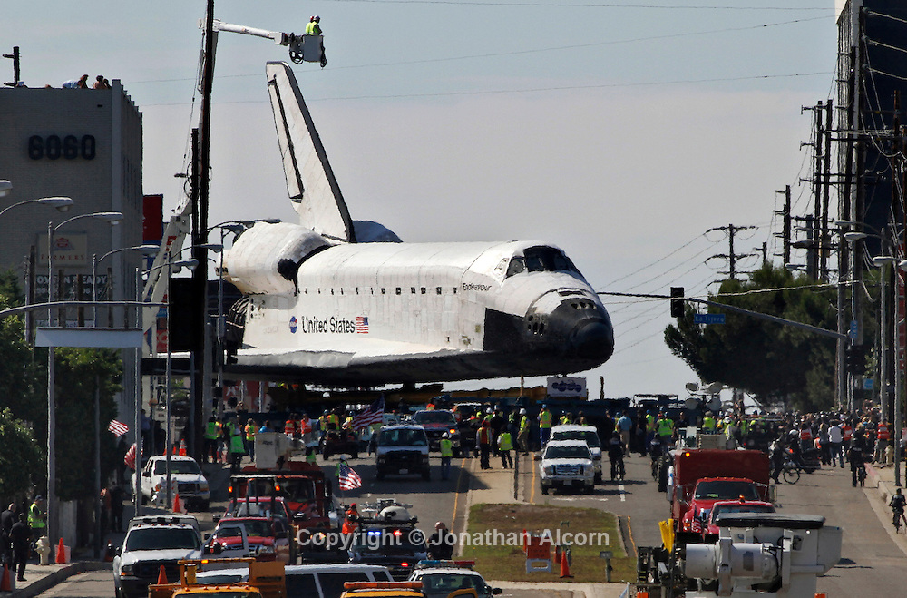 Space Shuttle Endeavour transported in Los Angeles ...