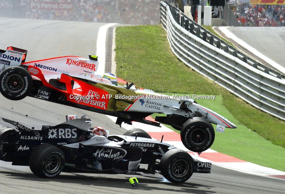 Crash, Giancarlo Fisichella, Force India, flyes over Kazuki Nakajima, Williams, ISTANBUL, TÜRKEI, Turkey, 11.05.2008 - Formula 1 Grand Prix of Turkey , Formel 1 -  F1 GP der Türkei, Tuerkei, - Foto: © ATP Thomas MELZER