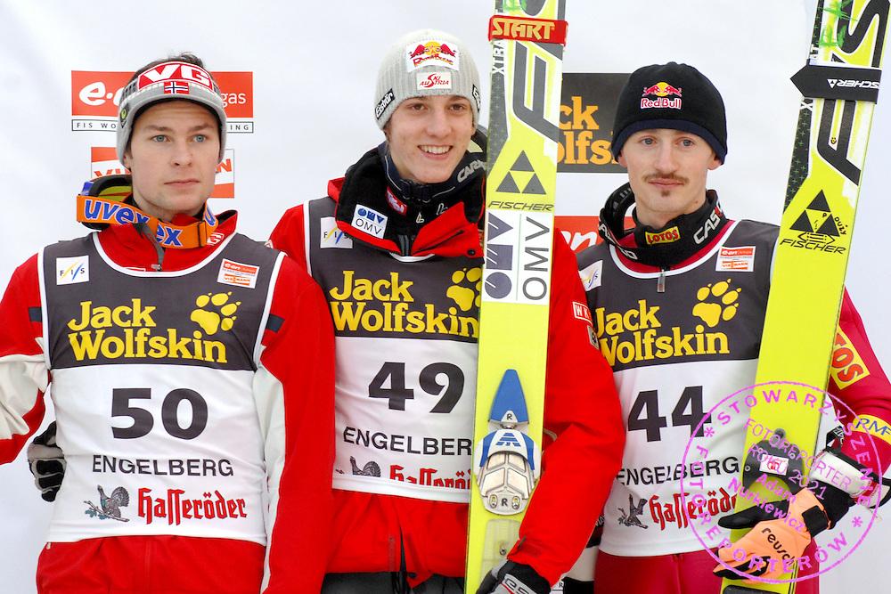 GEPA-1612065714 - ENGELBERG,SCHWEIZ,16.DEZ.06 - SKI NORDISCH, SKISPRINGEN - FIS Weltcup, Skispringen, Siegerehrung. Bild zeigt Anders Jacobsen (NOR), Gregor Schlierenzauer (AUT) und Adam Malysz (POL). Foto: GEPA pictures/ Claudia Stadelmann..FOT. GEPA / WROFOTO..*** POLAND ONLY !!! ***