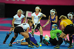 04.08.2012, Olympische Sommerspiele 2012 in London, Hockey Damen, GER - ARG,   Spielszene vor dem Tor der Argentinierinnen, li hinten: Jennifer Plass, Nina Hasselmann (GER)...*Copyright by:  M.i.S.-Sportpressefoto, I N N S B R U C K E R S T R . 12, 87719 M I N D E L H E I M, Tel: 08261/20944,  (MAIL: misbernd@t-online.de, Homepage: www.mis.mn)