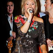 NLD/Volendam/20101018 - Cd presentatie Mon Amour, Linda Schilder