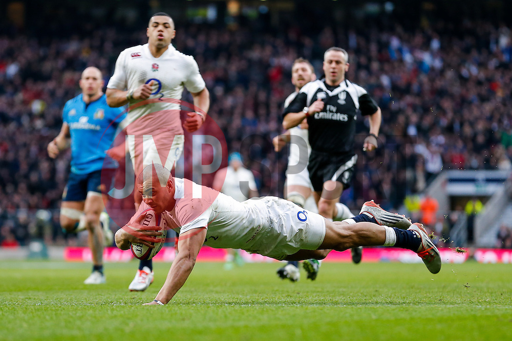 England Outside Centre Jonathan Joseph scores his second try of the game - Photo mandatory by-line: Rogan Thomson/JMP - 07966 386802 - 14/02/2015 - SPORT - RUGBY UNION - London, England - Twickenham Stadium - England v Italy - 2015 RBS Six Nations Championship.