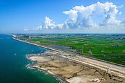Nederland, Noord-Holland, Gemeente Schoorl, 05-08-2014; Camperduin, Hondsbossche en Pettemer Zeewering. De zeewering is een van de Zwakke Schakels in de kust. Om de dijk te beschermen wordt er door middel van zandsuppletie een strand aangebracht voor de dijk.<br /> Camperduin, Hondsbossch and Petten dam. The seawall is one of the weak links in the coast. To protect the dike, sand nourishment is used to create a protecting beach.<br /> luchtfoto (toeslag op standard tarieven);<br /> aerial photo (additional fee required);<br /> copyright foto/photo Siebe Swart