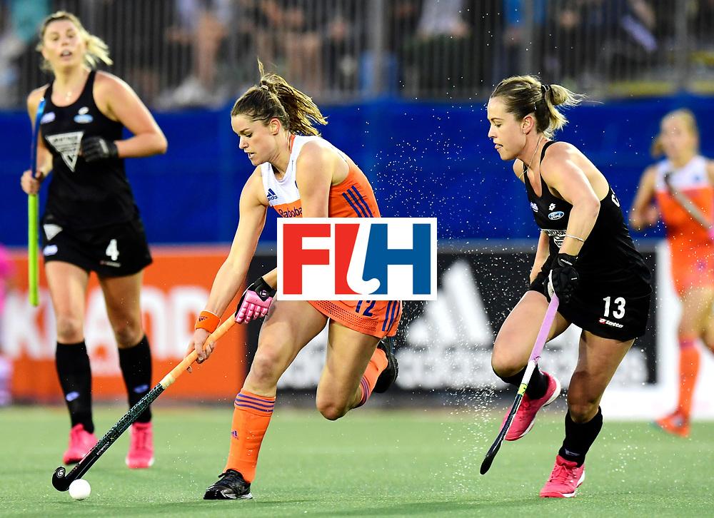 AUCKLAND - Sentinel Hockey World League final women<br /> Match id:10322<br /> 22 NED v NZL (Final)<br /> Foto: Lidewij Welten in dual with Samantha Charlton (C) <br /> WORLDSPORTPICS COPYRIGHT FRANK UIJLENBROEK