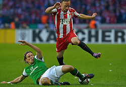 15.05.2010, Olympia Stadion, Berlin, GER, DFB Pokal Finale 2010,  Werder Bremen vs Bayern Muenchen im Bild  Clemens Fritz ( Werder  #08) gegen Frank Ribery (Bayern #7)..EXPA Pictures © 2010, PhotoCredit: EXPA/ nph/  Kokenge / SPORTIDA PHOTO AGENCY