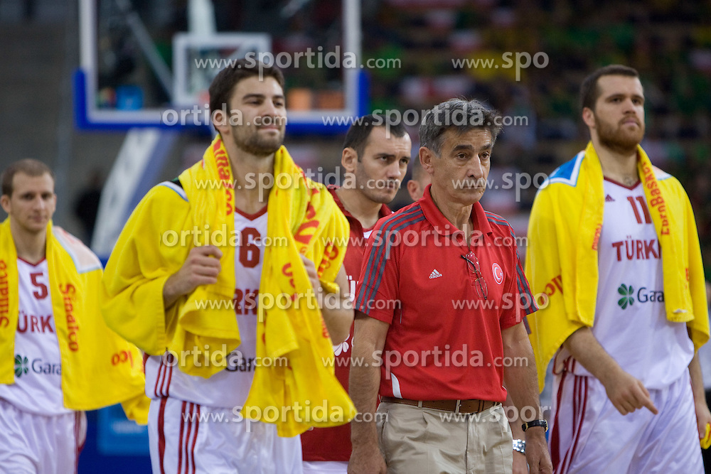 Engin Atsur of Turkey and Head coach of Turkey Bogdan Tanjevic after the 1st half of the EuroBasket 2009 Group F match between Spain and Turkey, on September 12, 2009 in Arena Lodz, Hala Sportowa, Lodz, Poland.  (Photo by Vid Ponikvar / Sportida)