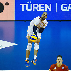 09.01.2016, Max Schmeling Halle, Berlin, GER, CEV Olympia Qualifikation, Frankreich vs Polen, im Bild Serving / Aufschlag Earvin Ngapeth (#9, FRA) // during 2016 CEV Volleyball European Olympic Qualification Match between France and Poland at the Max Schmeling Halle in Berlin, Germany on 2016/01/09. EXPA Pictures © 2016, PhotoCredit: EXPA/ Eibner-Pressefoto/ Wuechner<br /> <br /> *****ATTENTION - OUT of GER*****