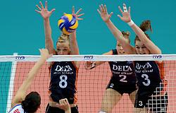 01-10-2014 ITA: World Championship Volleyball Servie - Nederland, Verona<br /> Nederland verliest met 3-0 van Servie en is kansloos voor plaatsing final 6 / Judith Pietersen, Yvon Beliën