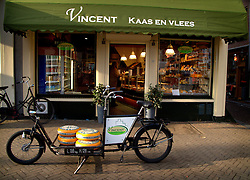 NETHERLANDS AMSTERDAM 02JAN09 - Bicycle in the narrow streets of Amsterdam's city centre...jre/Photo by Jiri Rezac