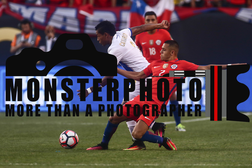 Panama Midfielder MIGUEL CAMARGO (2) dribbles up the field as Chile Attacker ALEXIS SÁNCHEZ (7) defends in the first half of a Copa America Centenario Group D match between the Chile and Panama Tuesday, June. 14, 2016 at Lincoln Financial Field in Philadelphia, PA.