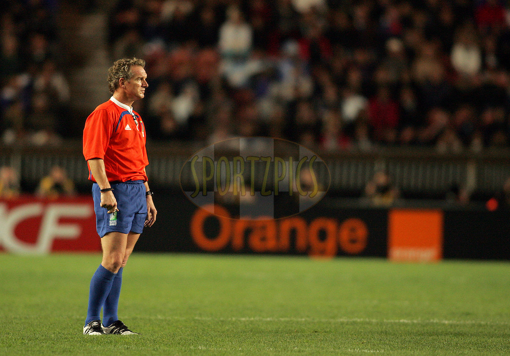 Rugby World Cup, France v Argentina, 19 October 2007. Referee Paul Honnis of New Zealand during his record breaking 44th test match to become the worlds most capped referee at the Parc des Princes, Paris, France. Friday 19 October 2007. Photo: Ron Gaunt/Sportzpics.net