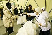 Bari 12 01 2010 foto di Donato Fasano : CARA (Centro accoglienza richiedenti asilo) i trasferiti di Rosarno , mensa