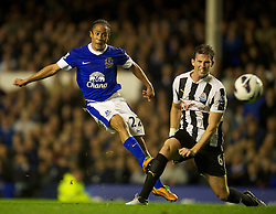 17.09.2012, Goodison Park, Liverpool, ENG, Premier League, FC Everton vs Newcastle United, 4. Runde, im Bild Everton's Steven Pienaar in action against Newcastle United during the English Premier League 4th round match between Everton FC and Newcastle United at the Goodison Park, Liverpool, Great Britain on 2012/09/17. EXPA Pictures © 2012, PhotoCredit: EXPA/ Propagandaphoto/ David Rawcliff..***** ATTENTION - OUT OF ENG, GBR, UK *****