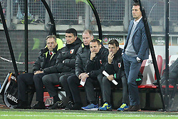 22.10.2015, WWK Arena, Augsburg, GER, UEFA EL, FC Augsburg vs AZ Alkmaar, Gruppe L, im Bild l-r: Tortwarttrainer Zdenko Miletic (FC Augsburg), Manager Stefan Reuter (FC Augsburg), Co-Trainer Tobias Zellner (FC Augsburg), Co-Trainer Wolfgang Beller (FC Augsburg) und Chef-Trainer Markus Weinzierl (FC Augsburg) // during UEFA Europa League group L match between FC Augsburg and AZ Alkmaar at the WWK Arena in Augsburg, Germany on 2015/10/22. EXPA Pictures © 2015, PhotoCredit: EXPA/ Eibner-Pressefoto/ Kolbert<br /> <br /> *****ATTENTION - OUT of GER*****