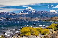 VOLCAN LANIN Y LAGO HUECHULAFQUEN, PARQUE NACIONAL LANIN, PROVINCIA DE NEUQUEN, PATAGONIA, ARGENTINA (PHOTO © MARCO GUOLI - ALL RIGHTS RESERVED)