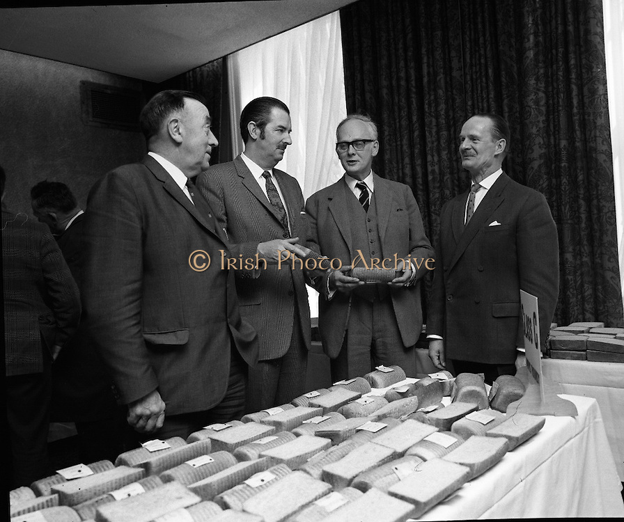 Hovis Family Bakery Competition..1971..23.02.1971..02.23.1971..23rd February 1971..At the Hibernian Hotel, Dublin, Ranks Ireland Ltd.,held the prize giving and celebration lunch for The Hovis Family Bakery Competition winners.