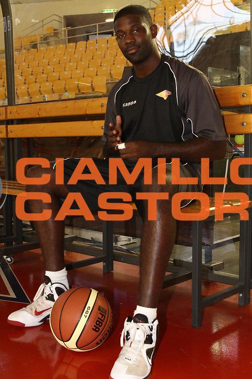 DESCRIZIONE : Roma Lega Basket A 2012-13  Raduno Virtus Roma<br /> GIOCATORE : Bobby Jones<br /> CATEGORIA : ritratto curiosita<br /> SQUADRA : Virtus Roma <br /> EVENTO : Campionato Lega A 2012-2013 <br /> GARA :  Raduno Virtus Roma<br /> DATA : 23/08/2012<br /> SPORT : Pallacanestro  <br /> AUTORE : Agenzia Ciamillo-Castoria/M.Simoni<br /> Galleria : Lega Basket A 2012-2013  <br /> Fotonotizia : Roma Lega Basket A 2012-13  Raduno Virtus Roma<br /> Predefinita :