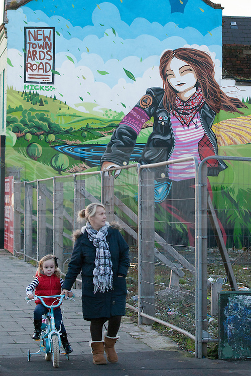 © Licensed to London News Pictures . 09/01/2013 . Belfast , UK . Newtownards Road mural in East Belfast today (9th January 2013) . Photo credit : Joel Goodman/LNP