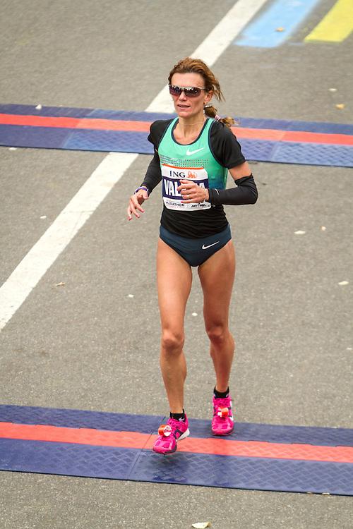 ING New York CIty Marathon: Valeria Straneo, Italy, crosses finish line in fifth