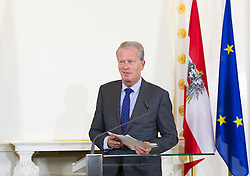 10.05.2016, Bundeskanzleramt, Wien, AUT, Bundesregierung, Pressefoyer nach der ersten Sitzung des Ministerrats nach Rücktritt des Bundeskanzlers, im Bild Interimistischer Bundeskanzler Reinhold Mitterlehner (ÖVP) // Interim federal chancellor of austria Reinhold Mitterlehner during press foyer after cabinet meeting the day after chancellor Faymann's demission at federal chancellors office in Vienna, Austria on 2016/05/10, EXPA Pictures © 2016, PhotoCredit: EXPA/ Michael Gruber