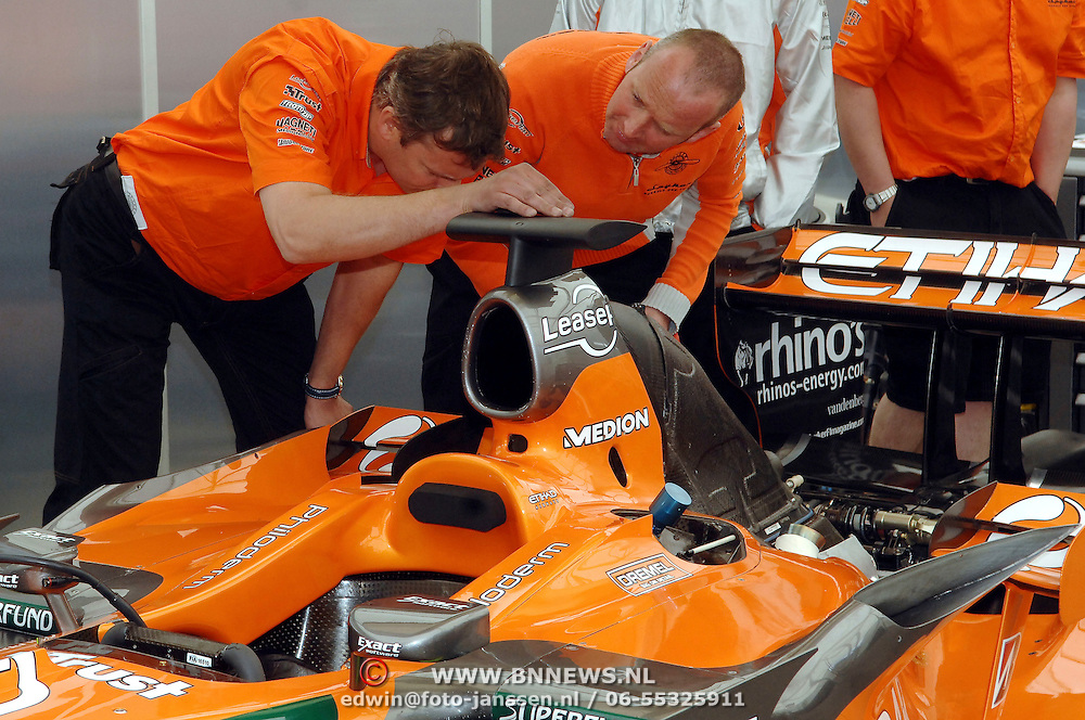 NLD/Volkel/20070420 - Spyker F1 meets F16, Full Throttle 2007, engineers Spyker team