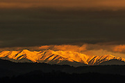 27 de gener de 2014- Pont nou sobre el Ter a Pedret i muntanyes nevades amb sol des de Montjuic. FOTOGRAFIES DE TONI VILCHES.