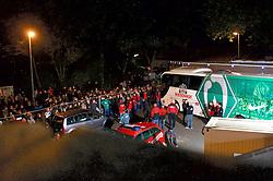 24.10.2014, Weserstadion, Bremen, GER, 1. FBL, SV Werder Bremen vs 1. FC Köln, 9. Runde, im Bild aufgebrachte Stadionbesucher belagern die Absperrung rund um den Parkplatz von Mannschaftsbus und Kamerawagen vor Tor 1, einige Spieler, darunter Sebastian Proedl / Prödl (SV Werder Bremen #15), sowie Thomas Eichin (Geschaeftsfuehrer Sport SV Werder Bremen) und Marco Bode (Mitglied des Aufsichtsrats SV Werder Bremen) kamen an den Zaum, um die Situation zu beruhigen // during the German Bundesliga 9th round match between SV Werder Bremen and 1. FC Cologne at the Weserstadion in Bremen, Germany on 2014/10/24. EXPA Pictures © 2014, PhotoCredit: EXPA/ Andreas Gumz<br /> <br /> *****ATTENTION - OUT of GER*****