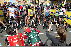 © Licenced to London 19/06/2016<br /> Northampton .UK. The start of final stage of the Aviva Women's Tour. Photo credit Steven Prouse/LNP