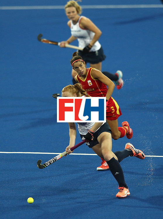 RIO DE JANEIRO, BRAZIL - AUGUST 15:  Nicola White of Great Britain moves away with the ball during the Women's quarter final hockey match between Great Britain and Spain on Day10 of the Rio 2016 Olympic Games held at the Olympic Hockey Centre on August 15, 2016 in Rio de Janeiro, Brazil.  (Photo by David Rogers/Getty Images)