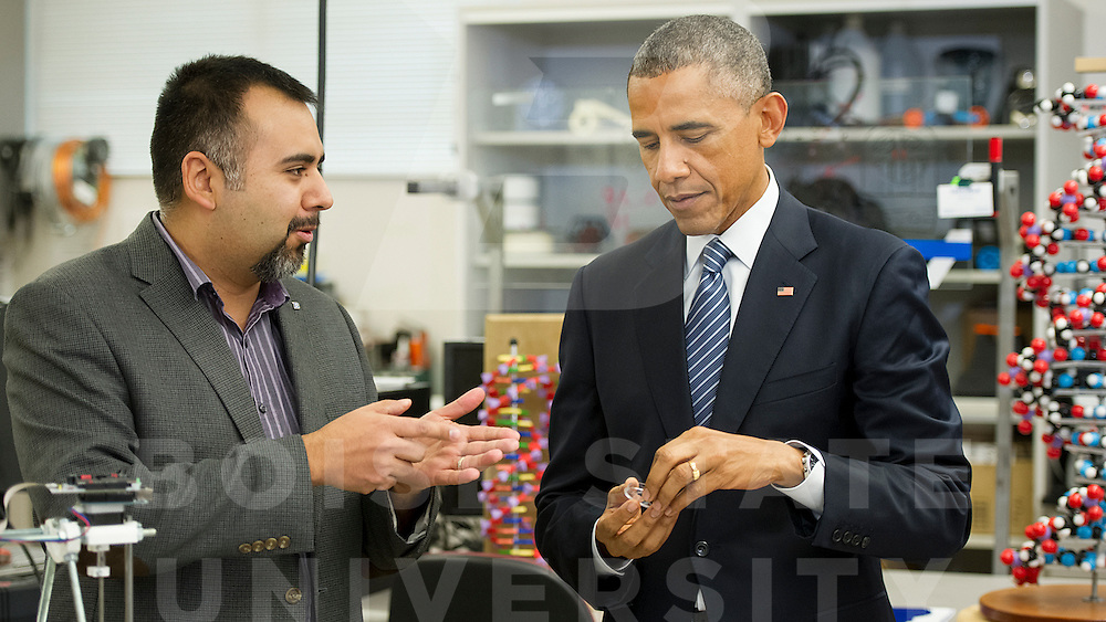 President Barack Obama visiting Boise State University's College of Engineering and the New Product Development Lab, John Kelly photo