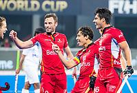 BHUBANESWAR (INDIA) - Thomas Briels (Belgie) (m) heeft de stand op 1-0 gebracht , op aangeven van Nicolas de Kerpel (Belgie) (l) tijdens Belgie-Pakistan bij het WK Hockey heren.   links Sebastien Dockier (Belgie) , rechts Alexander Hendickx (Belgie) en Cedric Charlier (Belgie)  COPYRIGHT KOEN SUYK