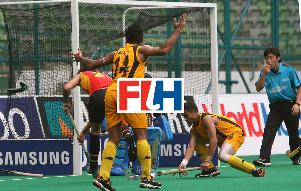 Kuala Lumpur : Eduard Arbos of Spain all set to score a goal beating Malaysian keeper Ibrahim at the Samsung Hockey Men Champions Trophy at Malaysia on 08 Dec 2007. <br /> Spain beat Malaysia 7-2.<br /> Photo:GNN/Vino John