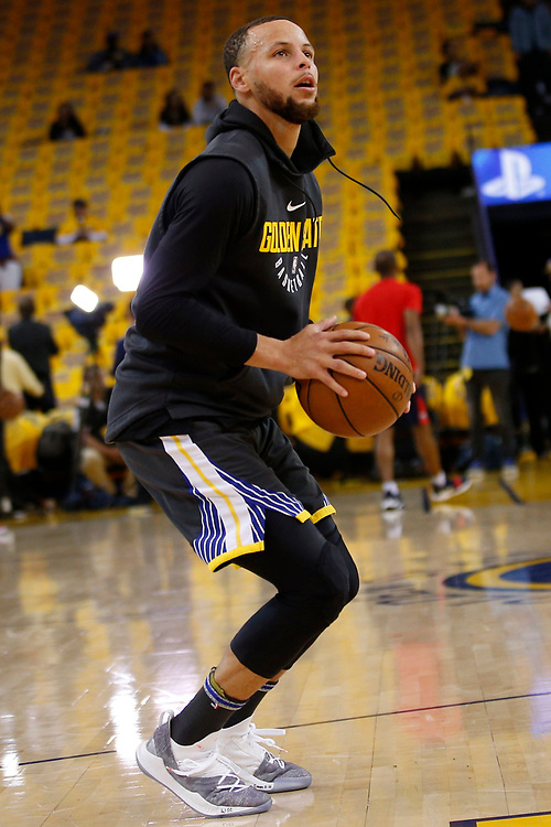 Golden State Warriors guard Stephen Curry (30) before the start of Game 2 of the NBA Western Conference semifinals between the Golden State Warriors and New Orleans Pelicans at Oracle Arena, Tuesday, May 1, 2018, in Oakland, Calif.