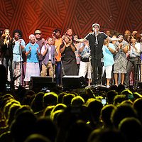 James Taylor and choir perform 'Shower the People' at Colonial Life Arena in Columbia, S.C. ©Travis Bell Photography