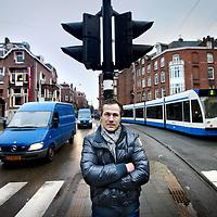 Nederland, Amsterdam , 16 december 2011..Het stuk gaat over een buurtinitiatief voor veiliger verkeer in de.Koninginneweg in Amsterdam Zuid. .Op de foto: initiatiefnemer de heer Titus Darley ter hoogte van het Valeriusplein met links en rechts verkeer..Foto:Jean-Pierre Jans