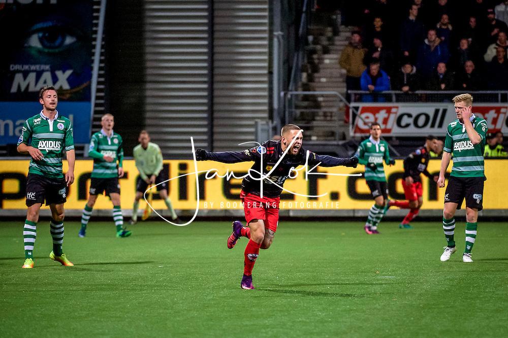 ROTTERDAM - voetbal, 19-11-2016, Excelsior - Sparta, Stadion Woudestein, Eredivisie, seizoen 2016-2017, Excelsior speler Stanley Elbers viert zijn doelpunt spelers van Sparta balen<br /> <br /> <br /> foto/credit: Jan Kok