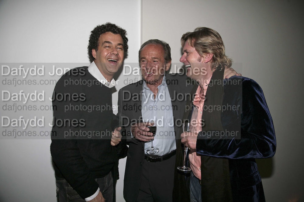Omer Karacan, Michael Buckley and Alastair Dundas, India Hicks And Crabtree & Evelyn launch new skincare range. : Hempel Hotel, 31-35 Craven Hill Gardens, London, W2, 22 November 2006. ONE TIME USE ONLY - DO NOT ARCHIVE  © Copyright Photograph by Dafydd Jones 66 Stockwell Park Rd. London SW9 0DA Tel 020 7733 0108 www.dafjones.com